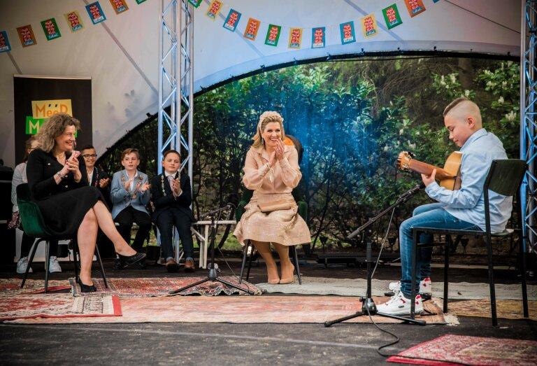 Koningin Máxima bezocht vandaag als erevoorzitter van stichting Méér Muziek in de Klas openluchttheater Cabrio Soest