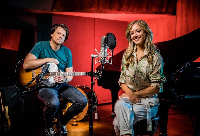 Sterre Koning zingt het lied 'Arme Groene Kikker' in een nieuwe energizer van Schooltv