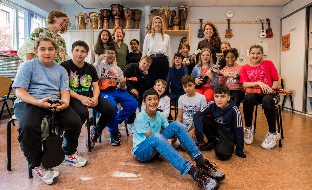 Koningin Máxima bezoekt deelnemende school de Grootste Schoolband van Nederland