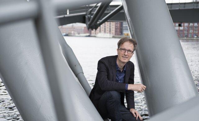 Wetenschapsjournalist Mark Mieras geeft inzicht in wetenschappelijk onderzoek over muziek op school