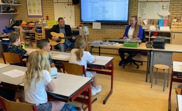 Schooldirecteur Maarten Tromp over muziek op zijn basisschool in de thuiswerktijd
