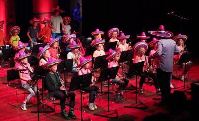 Harmonie en basisschool vinden oplossing in blazersklas